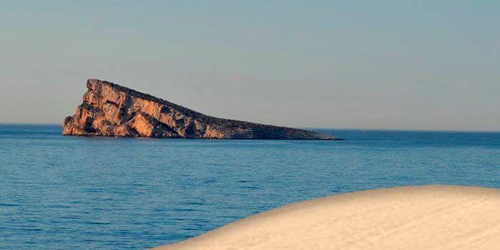 Isla de Benidorm vista desde la playa